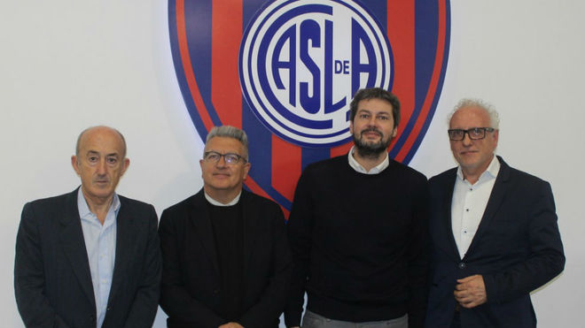 El Presidente Matías Lamens junto a los arquitectos.
