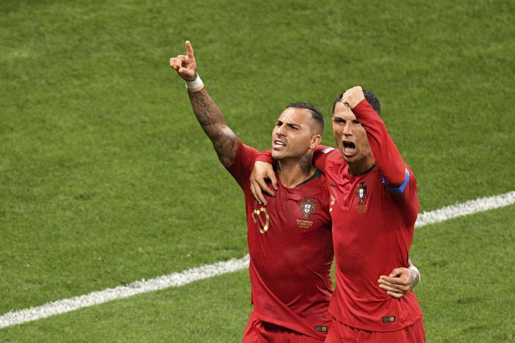 Quaresma celebra con Cristiano el golazo ante Irán.