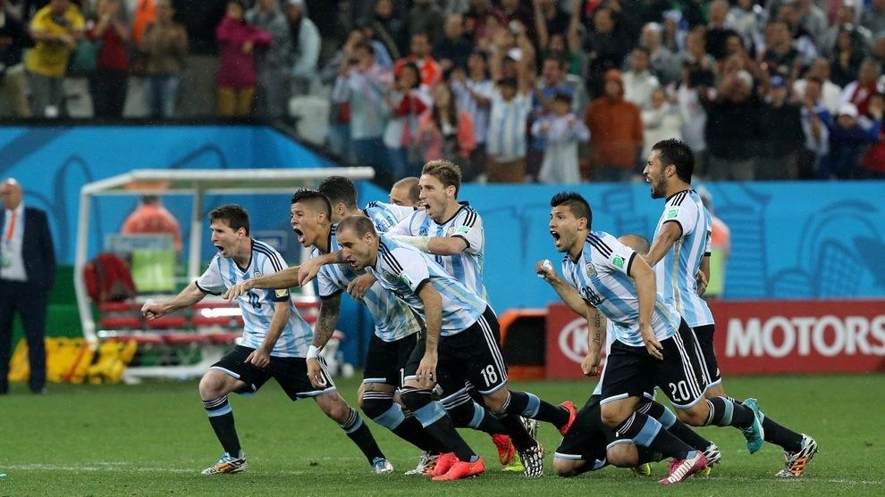 Los jugadores argentinos festejan el pase a la final de Brasil 2014