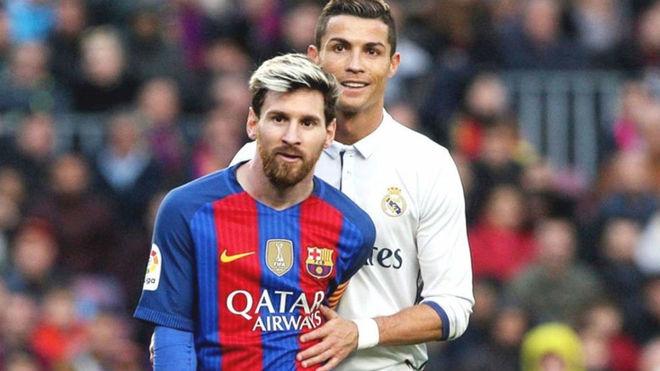 Cristiano y Messi durante un clásico español.
