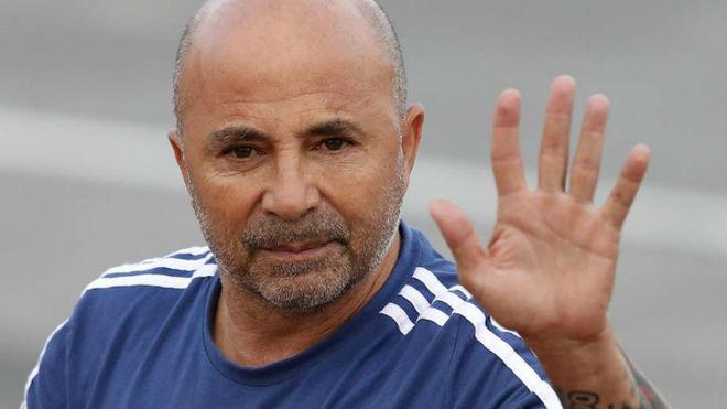Tras más de 400 días, Sampaoli deja la Argentina.