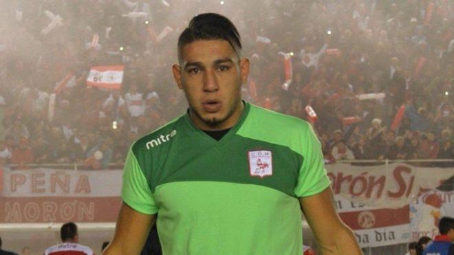 Milton Álvarez en un encuentro con Deportivo Morón