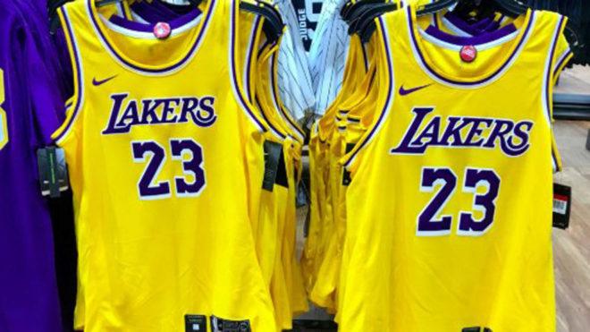 911daee92 La camiseta que llevarán los Lakers de LeBron James