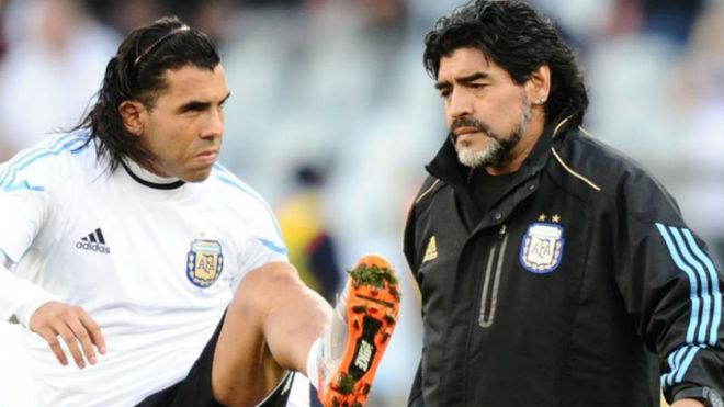 Tévez y Maradona en Sudáfrica 2010.