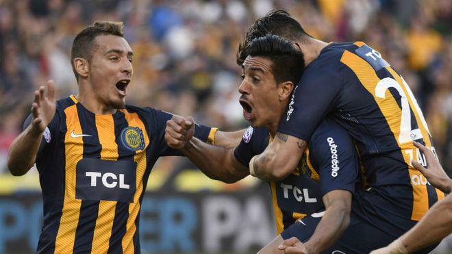 Washington Camacho celebra su gol en el juego vs San Martín de...