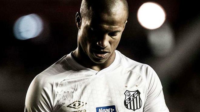 Carlos Sánchez no estaba habilitado para jugar el encuentro de ida,...