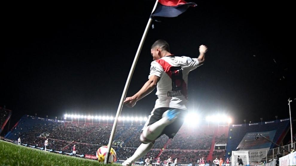 Juan Quintero, autor de un golazo para el 1-0 parcial de River vs San...
