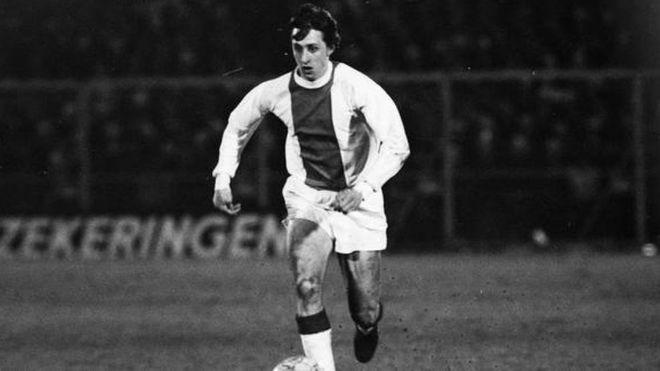 Cruyff tuvo que ser sustituido tras una violenta entrada