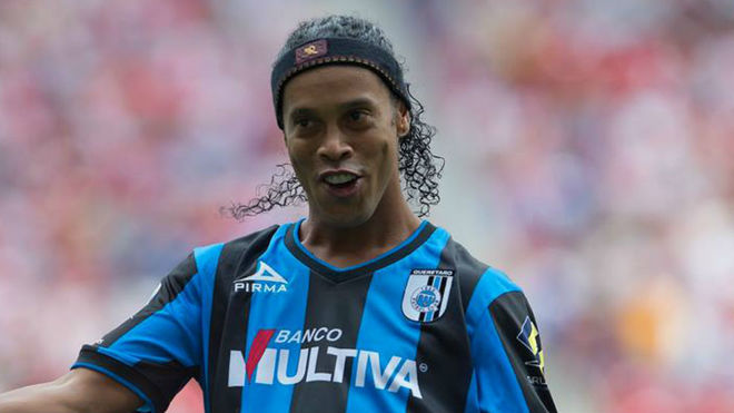 Ronaldinho jugó un año en Querétaro.