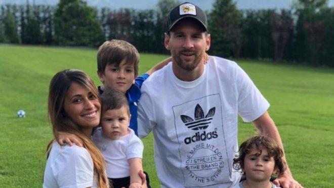 Lionel Messi junto a su familia