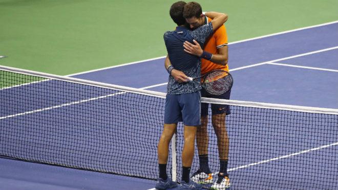 El abrazo final entre Del Potro y Djokovic