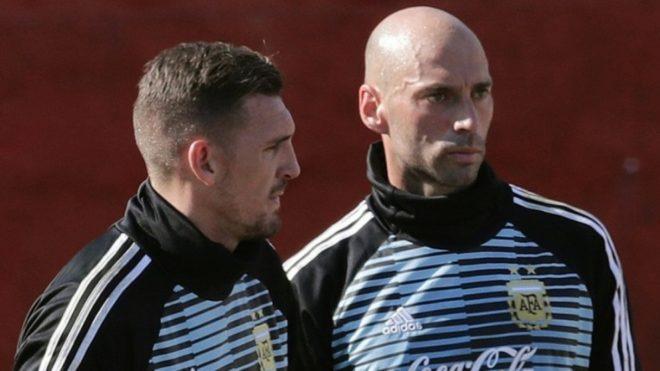 Caballero y Armani juntos durante un entrenamiento en Rusia