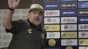 Diego Maradona habló de su adicción a las drogas en su presentación...