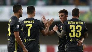 Dybala saluda a Cristiano durante un partido de la Serie A.