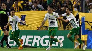 Todo Defensa festeja el gol de Lisandro Martínez