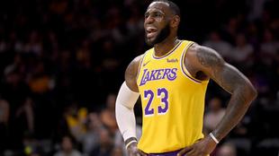 LeBron se estrena con los Lakers