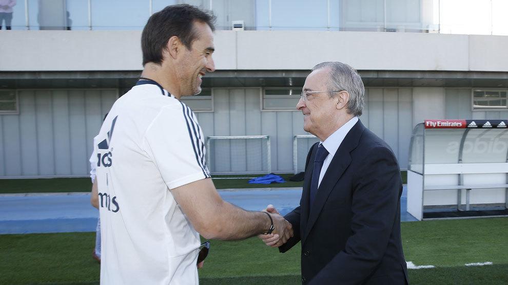 Lopetegui saluda a Florentino Pérez.