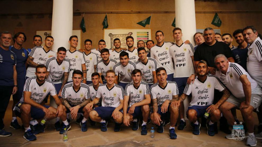 La delegación de Argentina terminó la visita con una foto de...
