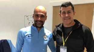 Guardiola y Almirón en Manchester