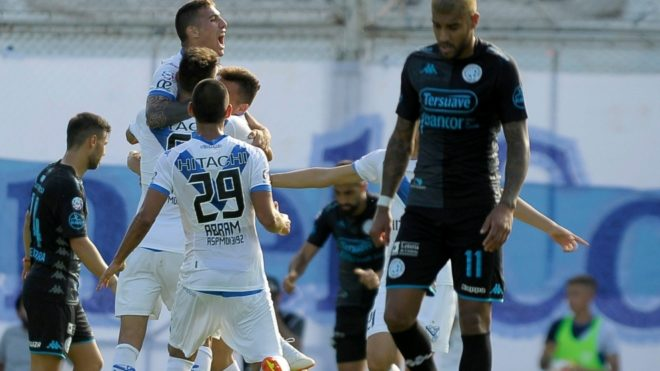 Superliga Argentina  Vélez derrota a Belgrano y se anota entre los ... acef58bb925d4