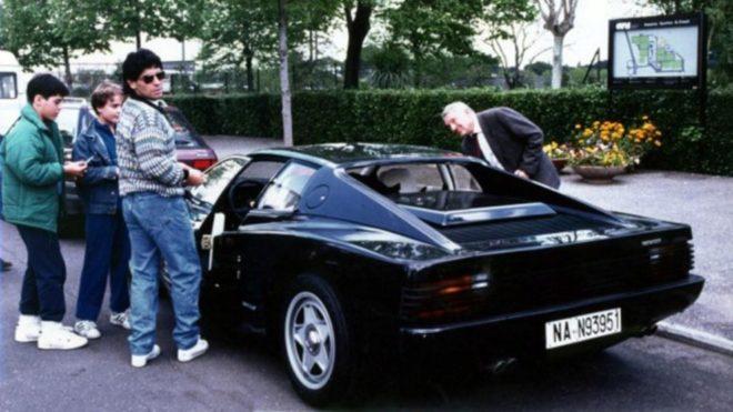 Diego Maradona y la historia de la Ferrari negra que quiso devolver