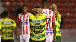 Defensa y Justicia venció a Junior, pero quedó eliminado de la Copa...