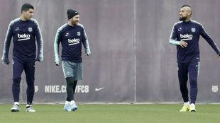 Messi se ejercita junto a Suárez y Vidal.