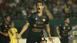 Fernando Arce celebra su gol.