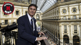 Zanetti posa para MARCA en Milán.