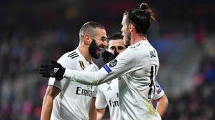 Benzema celebra uno de los goles.