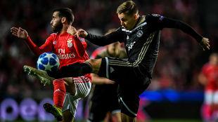 Un lance del partido entre Benfica y Ajax en Lisboa.