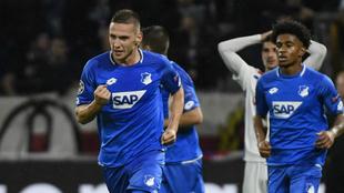 Kaderabek celebra su gol al Lyon.