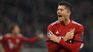 Robert Lewandowski (30) celebra el segundo tanto del Bayern.