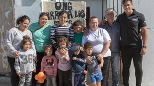 Braian Toledo, en la puerta de la ONG 'Arriba los Pibes'.