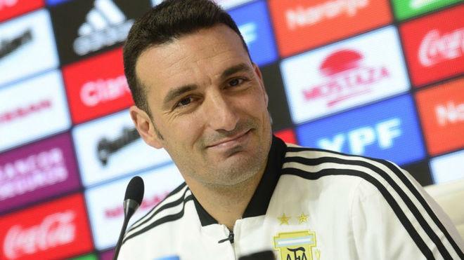 Lionel Scaloni en conferencia de prensa antes de medirse a México.