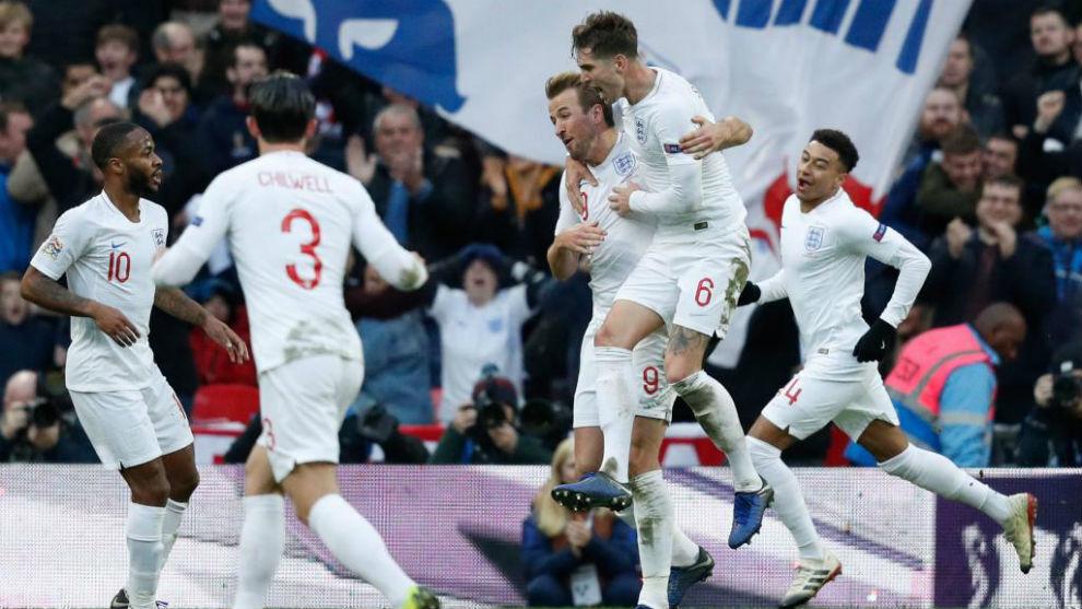 Los jugadores ingleses celebran el gol del triunfo ante Croacia.