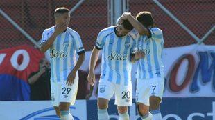 Atlético Tucumán gana en el Nuevo Gasómetro y queda a cuatro puntos...