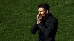 Simeone durante un partido con el Atlético.