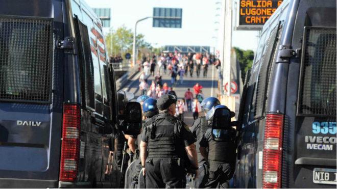 Fuerte operativo policial en El Monumental
