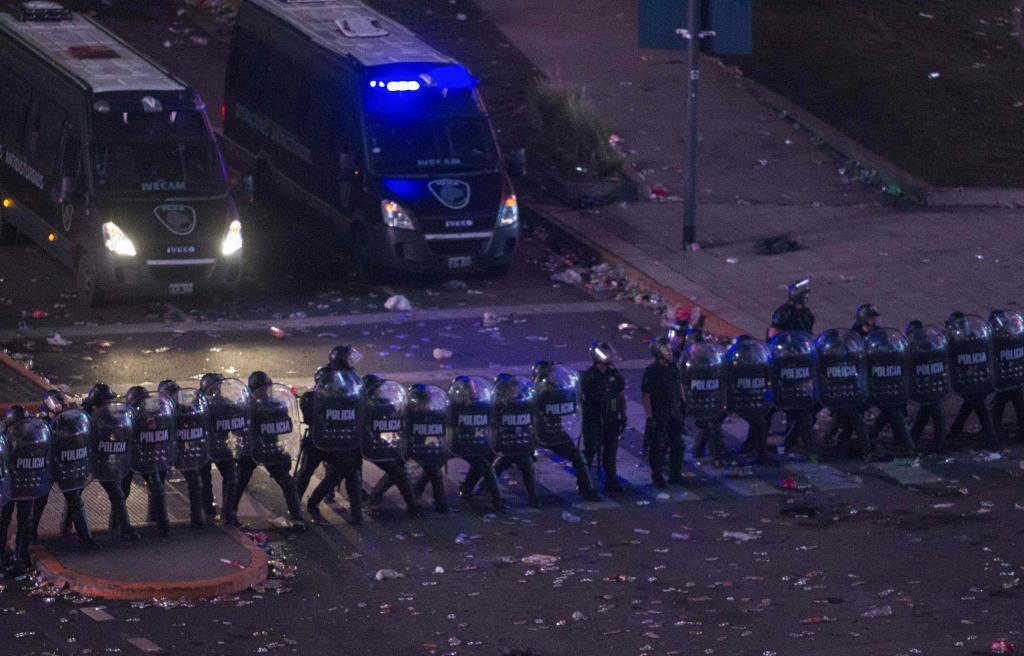 Cargas policiales en la Plaza dela Republica en Buenos Aires.