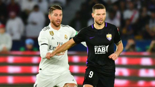 Sergio Ramos persigue a Berg en la final