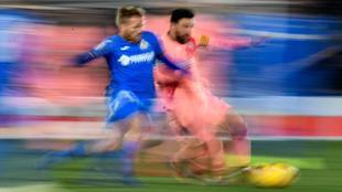 Messi y Antunes en una acción del partido entre el Getafe y el...