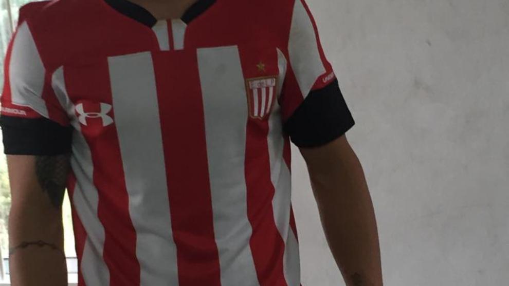 Se filtra la nueva camiseta de Estudiantes  1e7259805807a