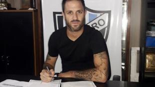 Juan Manuel Martínez firmó su contrato con Almagro