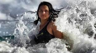 Tulsi Gabbard, la surfista hawaina que se presenta a la carrera...