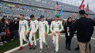 Agustín Canapino (a la izquierda) compitió en las 24 horas de...