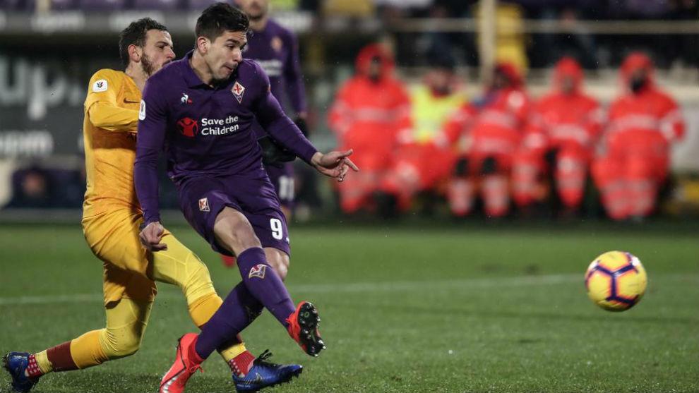 Gio Simeone durante el partido.