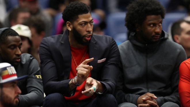 Los Pelicans, dispuestos a sentar a Davis el resto de la temporada