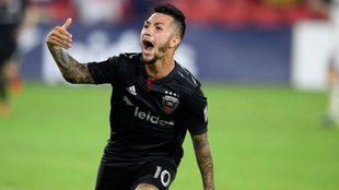 Luciano Acosta seguirá en el DC United.