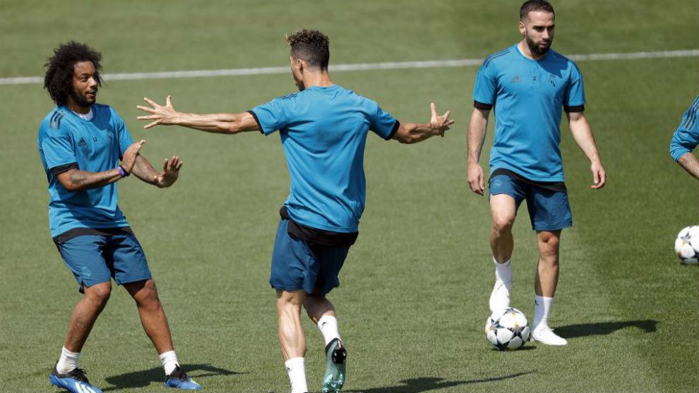 Cristiano, con Marcelo, entrenando en Valdebebas días antes de la...